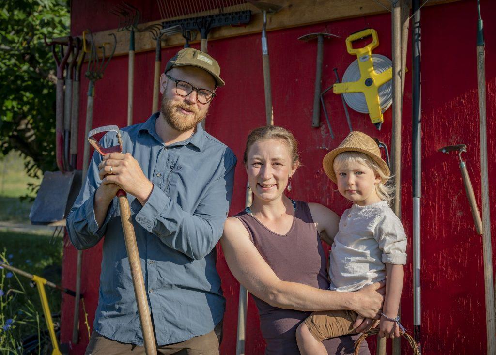 family at cartwheel farms